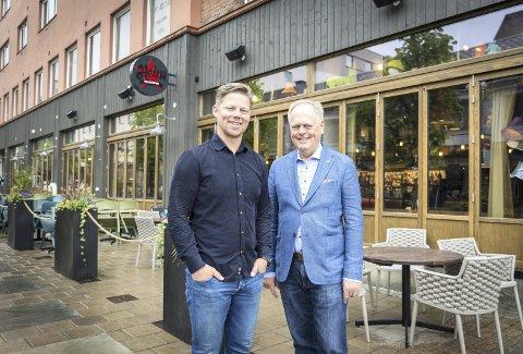 NYE ETABLERINGER: – Nye etableringer, som Heim, er viktige for byen vår, sier Høyres Magnus Østeraas og ordførerkandidat Knut Fangberget. Foto: Jo E. Brenden