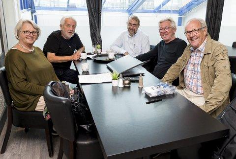 FORBEREDELSER: Sigrid Lindstad, Svein Sjølie, Øyvind Rounge, Bjarte Ytre-Arne og Magne Bjørnerud forbereder landstreffet for presseveteraner.
