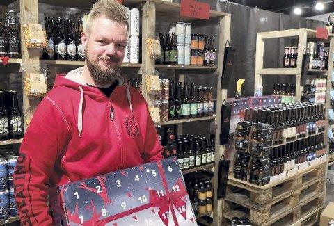 KJEMPESALG: Årets julekalender fra Gulating ble braksuksess både hos Tony Henriksen på Hamar og i resten av landet.