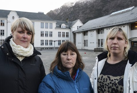 Tre bekymrede mødre: OppMot er i rådmannens budsjett for 2017 foreslått nedlagt, men partiene i formannskapet har alle funnet inndekning for å opprettholde ordningen. – Vi tror heller det er mer samfunnssparende å styrke OppMot, sier f.v. Marianne Severinsen, Randi Eriksen og Linda Mala.