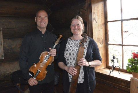 Hardanger og Valdres: Frank Rolland og Marit Karlberg har dukka ned i folkemusikken sine skattkister og byr på hardingfele og song i solo og samspel, og med langeleik og harmonium som fylgje.