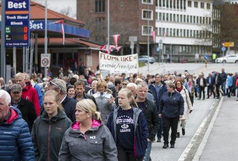 1. mai: Ifølge Kollbotn var det rundt 400 som gjekk i 1. mai-tog bak parolar som «La Opo leve». arkivfoto: Sondre Lingås haukedal