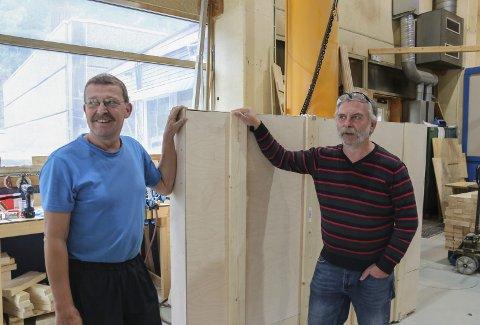 PRESISJON: Arbeidshverdagen for Torbjørn Grønlien og Roar Andersson handler om nøyaktighet og  levering. På verkstedet på Eitrheim lager de blant annet emballasje til høyteknologisk utstyr som blir produsert på Odda Technology.