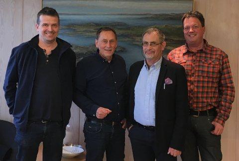 POLITISK VILJE: Gruppelederne Alf Magne Grindhaug (KrF, t.v.), Magnar Jordåen (V), Svein H. Andersen (Ap) og Tor Asle Grønningen (Sp) er enige om å bygge flerbrukshall på Vormedal.