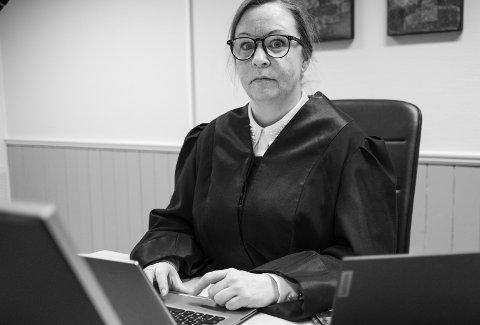 FORSVARER: Advokat Rikke Arnesen mener Sunnhordland tingrett ikke har noe annet valg enn å frifinne hennes klient for de grove anklagene mot ham.