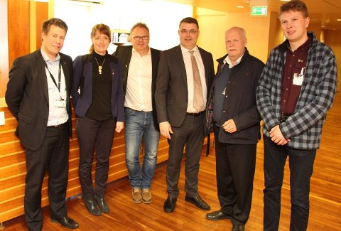 Tre helgelandsordførere og fylkesråd Ingelin Noresjø har hatt møte med  statssekretær  Kjell-Børge Freiberg (FrP) i OED(nummer tre fra høyre) denne uka. Foto: Nordland fylkeskommune