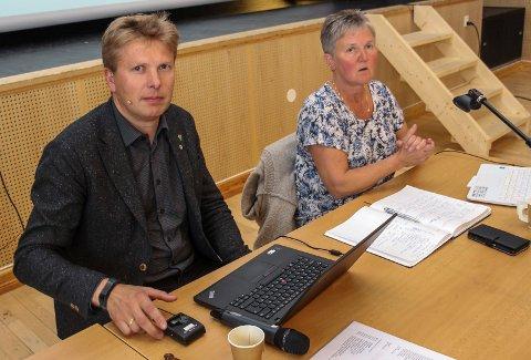 FLERTALLET Ordfører Harald Lie  og varaordfører Trine Bolstad representerer flertallet og satte sin signatur på flere av punktene i vedtaket.
