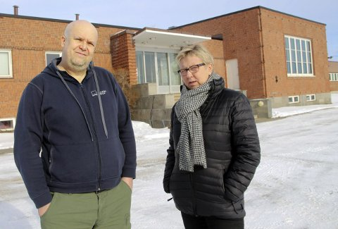 GÅR: Wenche Pedersen går som styreleder for Varanger museum, da hun føler mistillit fra både museumsforeningen i Vardø. og den politiske ledelsen i Vardø kommune. Til venstre tidligere direktør Frans-Arne Stylegar.