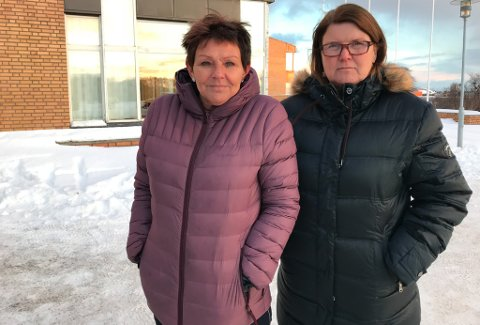 BEKYMRET: Grete Wara (t.v.) har sin mor boende her på Vadsø sykehjem, mens Ragnhild Melleby Aslaksen har sin far der. For vadsøværinger er Aslaksen kjent som kommunestyrerepresentant og leder i Vadsø Arbeiderparti, men understreker at hun uttaler seg i denne saken først og fremst som pårørende.