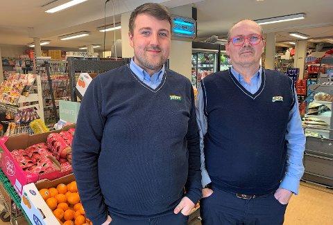 DUO: Ketil Floer (t.h.) har bestemt seg for veien videre for butikken sin. Her står han sammen med nestkommanderende Tobias Bårdsnes.