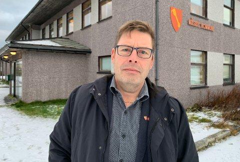 KRITISK: - Det er galskap at man i 2021 bygger et splitter nytt sykehus for et helt distrikt, uten å planlegge helilandingsplass, sier Måsøy-ordfører og fungerende leder i Vest-Finnmark Rådet Bernth Sjursen.