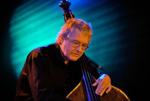 KLAR FOR MUSIKKFESTIVALEN: Arild Andersen og hans kvartett kommer til låvekonsert på Frilund lørdag 25. august.