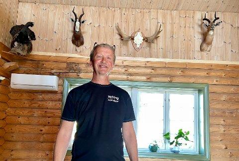 FLYTTET UT: De siste seks månedene har gått med til å sortere, pakke og flytte. Nå håper Morten Kjøstre at noen vil ta vare på huset han bygget for nesten 30 år siden.