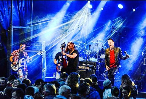 Leirfjordbandet 80's Reunited har denne helga reist nordover på sin egen miniturne. Bandet ble umiddelbart rebooket etter fjorårets konserter.