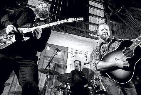 ERFARING: Jack Stillwater består av Terje Espenes (sang), Arne Harald Foss (trommer og kor), Odd Inge Rand (bass) og Morten Huseby (gitarer og kor). Foto: Privat