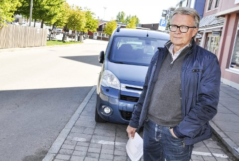 KJØRER I GANG IGJEN: Arnstein Aas i Jarlsberg Trafikkskole er glad for at det er åpnet for trafikkopplæring og praktiske førerprøver for personbil igjen. FOTO. bjørn tore brøske