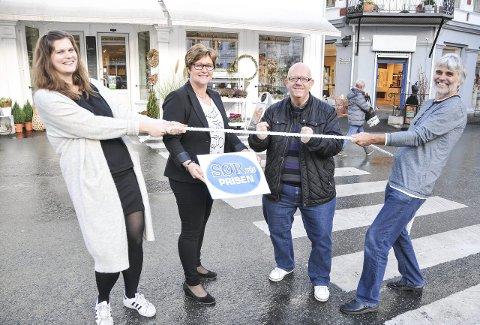 Sørvisprisen: Kampen om Sørvisprisen står mellom Ch. Hiis Blomster ved Cathrine Brekka Hiis (til venstre) og optiker Jon Vestøl (til høyre). På bildet også, Ann Torild Flaten og Nico Jørgensen.