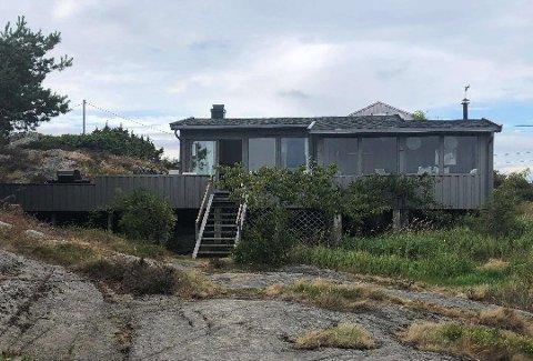 NÅ: Slik ser Tom Stiansens hytte i Portør ut nå. (Foto fra saksdokumentene)