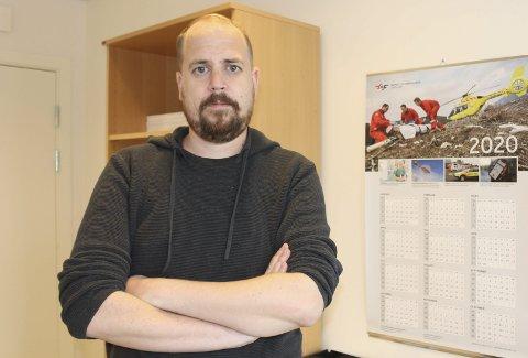 HEKTISK: Kommuneogverlege Anders Mølmen forteller at smitteutbruddet etter ungdomsfesten er og har vært svært krevende for smittesporingsteamet.