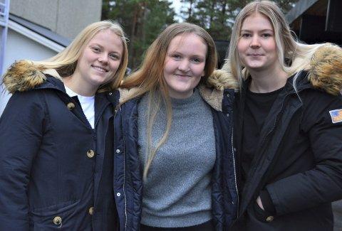 TRE GODE SKRIBENTAR: Her står tre av dei 10 beste i framtida.no sin skrivekonkurranse. Alle går i same klasse ved KVV. F.v.: Hanna Tvilde, Birgit Røssland og Sofie Lillesand.