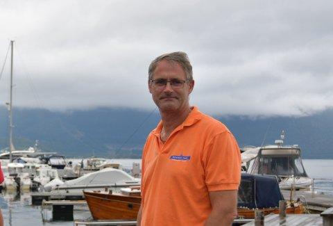 Øyvind Lernes har blitt dagleg leiar i det lille selskapet Njord Aqua som satsar stort på å halvera kostnadane oppdrettsnæringa har med undervassinspeksjonar.