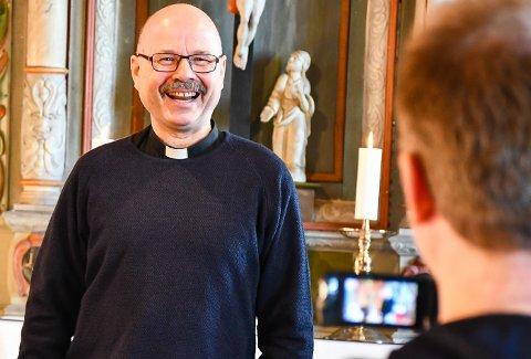 """Sitatet i tittelen tilhøyrer den sprudlande presten Jan Ove Totland. Her under innspeling av """"ord for helga""""."""