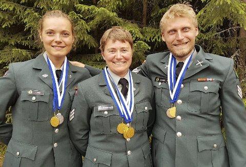 GULLAGET: Katrine Aannestad Lund (t.v.), Gunn Heidi Sønsterud Haugen og Kim-André Aannestad Lund tok massevis av medaljer i Finland.FOTO: PRIVAT