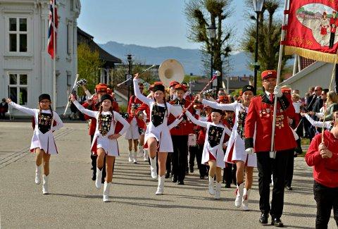MARSJERER IGJEN: Kongsgårdmoen skolekorps skal øve for å kunne marsjere 17. mai. Bilder er fra fjorårets feiring.