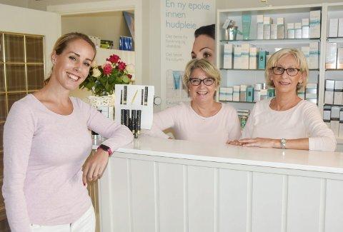 Ønsker velkommen: F.v. Camilla Erle Madland, Karianne Sørum og Eva Skarstad hos Microklinikken.