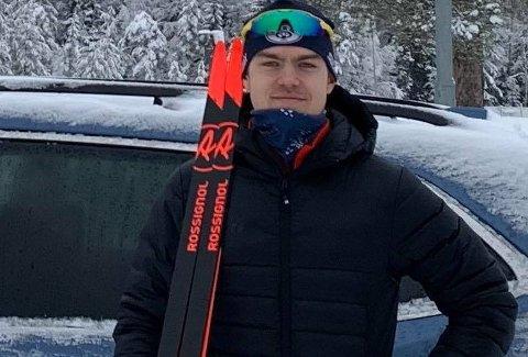 VM-klar: Det måtte tre forsøk til før Mats Øverby ble klar for junior-VM i skiskyting. Med god form både i løypa og standplass gleder Lier IL-utøveren seg stort til mesterskapsdebuten.   - Jeg gleder meg noe helt hinsides, det kan ikke beskrives, sier 20-åringen.