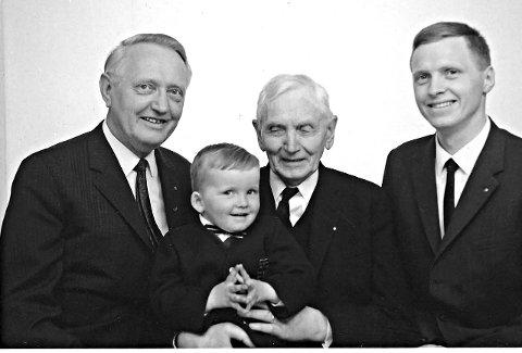 Fire generasjoner: Asbjørn Rødsand, Peder Jakobsen Rødsand, Andreas Rødsand (på fanget) og Per Jul Rødsand, fire generasjoner.Alle foto er hentet fra boken om bedriften «Hundre år med endring og engasment»