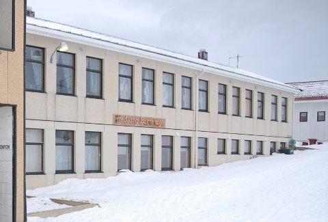 Fredvang skole har tidligere huset både skole og barnehage. Nå blir det Kunsthus.