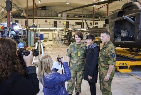 MØTTE PRESSEN: Luftforsvarets sjef generalmajor Tonje Skinnarland (fra venstre) fikk tirsdag besøk hos 339-skvadronen på Rygge flystasjon av forsvarsminister Ine Marie Eriksen Søreide og sjefen for Forsvarets spesialstyrker, kontreadmiral Nils Johan Holte.