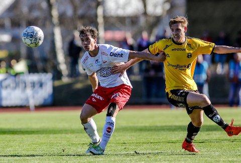 TILBAKE: Henrik Stokkebø (til høyre) og MFK skilte lag i desember 2020, nå har klubben åpnet døren for et comeback for 25-åringen.