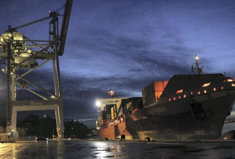 SISTe container: Amerdijk kom fra Bremerhafen, og ble det siste skipet som  losset og lastet på  Ormsundkaia. Det skjedde om kvelden 3. desember. Foto: Oslo Havn