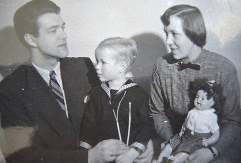 Etter freden: Helge og Ellen Sørfonden med sønnen Ivar tidlig på 50-tallet.