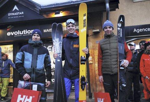 Freeride: Erland Skogum (i midten) hamna øvst på pallen i Freeride World Tour i Chamonix. Nå er han på plass i Kappl i Austerrike for å delta i Junior-VM. Foto: Privat