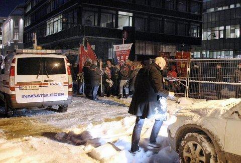 AKSJONERTE: Politiet brøt inn da aksjonister tok seg inn på Tromsø havn 6. november i fjor. 14 av dem har nektet å vedta bøtene og må i januar til neste år møte i Nord-Troms tingrett.