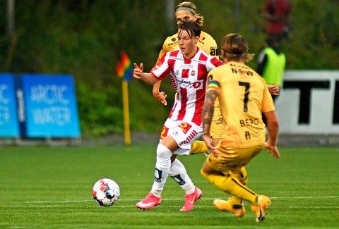 HOLDT IKKE: August Mikkelsen serverte Eric Kitolano på lekker vis, men det holdt likevel ikke til verken seier eller poeng for TIL. Her mot Bodø/Glimts Patrick Berg.