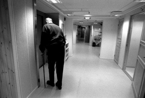 ELDREBØLGE: Senterpartiet mener avstanden mellom kommunenes inntekter og utgifter øker blant annet som en følge av økt antall eldre og økende pensjonskostnader.