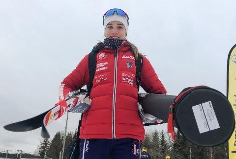 Ragna Fodstad går langrenn og skiskyting om vinteren og spiller fotball om sommeren. Foreløpig vil hun ikke spesialisere seg.
