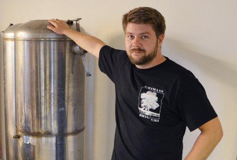 FÅR NEI: Urbane totninger har vært en viktig inntektskilde for Grimåas bryggeri på Raufoss, sier Pål Homb. Nå ber de om lov til å kjøre varer hjem til folk. Kommunedirektøren sier nei.