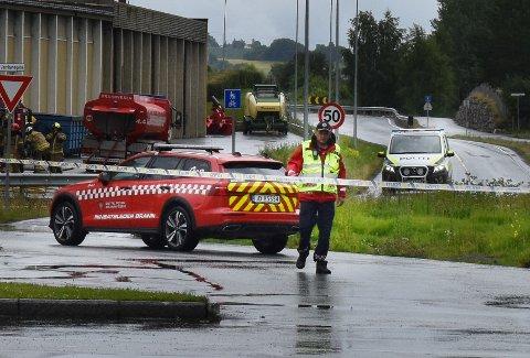 FIRE UTE: Brannsjef Bård Henriksen sier fire nettopp hadde gått ut av siloen da det smalt.