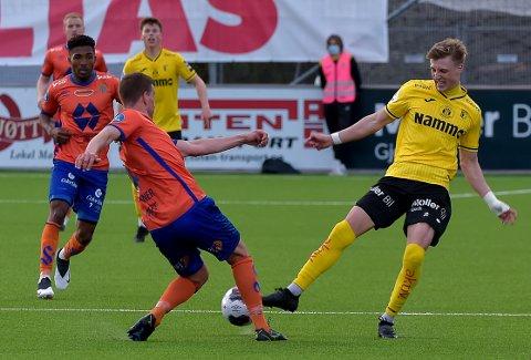 DRIBLEFANT: Markus Karlsbakk herjet med moderklubben da Raufoss slo Aalesund 4-2.