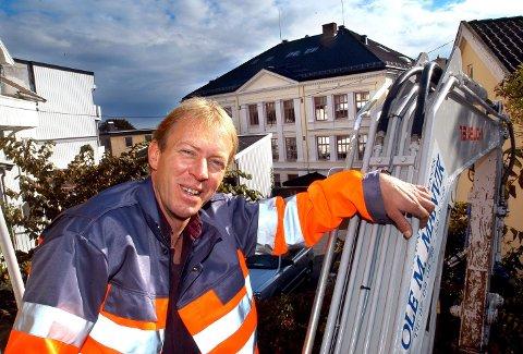 LÅNTE BORT BILEN: Ole Martin Manvik lånte bort bilen til Frps valgkamp. Men den lekre veteranbilen fikk motorstopp.