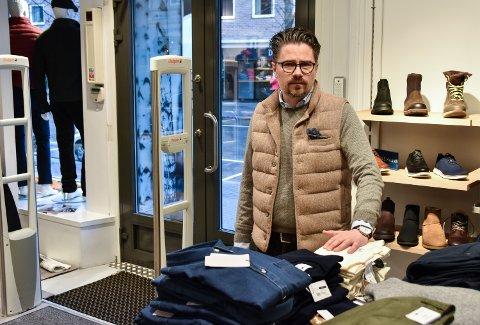 KLAR TIL JULEHANDEL: Tore Søsveen hos Wood Shop i Elverum sentrum.