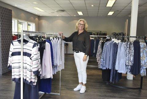 ÅPNER: Denne uka åpnet Toril Solberg sin egen butikk på Lokket i Elverum med klær for godt voksne. – Ønsket om nye klær og å kunne se bra ut er ikke avhengig av alder, påpeker hun.
