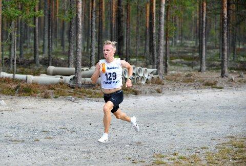 ENORM FREKVENS: Det ser lett ut når Petter Johansen fosser fram. Målet er å bryte gjennom 30-minuttersgrensa på 10.000 meter under NM om to uker.