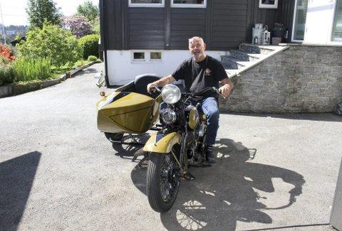 Nystriglet og kanskje enda flottere enn da den var ny for 87 år siden: Jarl Vidar Andersen har på seks måneder gjenskapt en Harley-Davidson VFD 1934 med sidevogn. «The American Dream» har en helt annen betydning hjemme hos Andersen. Foto: Tom R. Hjertholm