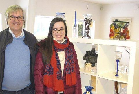 Natasha Sava og Arnulf L'Orsa på Galleri Verftet kan også i påsken tilby et bredt spekter av kunst, gjenstander av svært mange typer, bil- og båtmodeller.